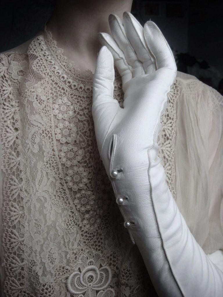 titanic morning gloves